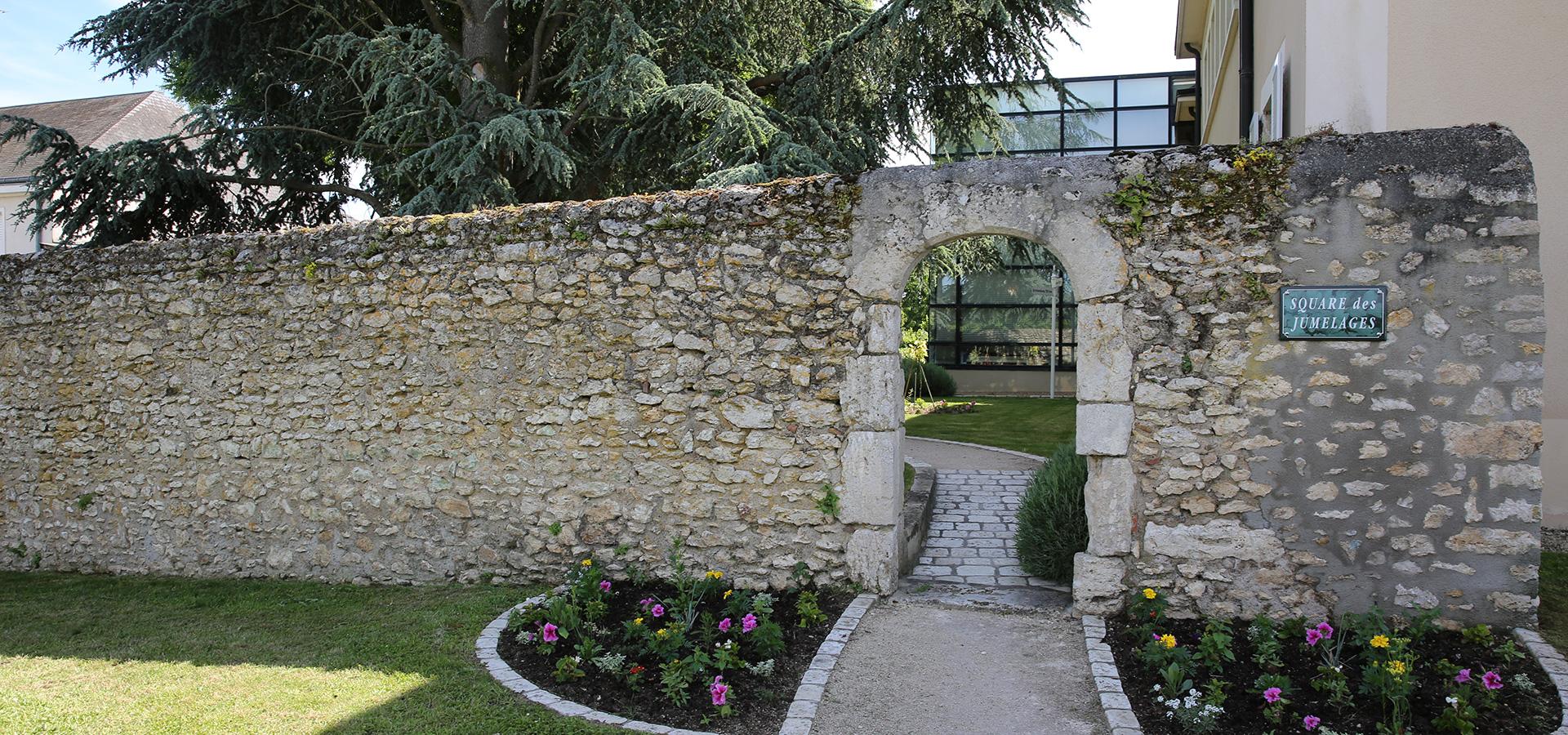 Square-jumelages-La-Chaussee-Saint-Victor